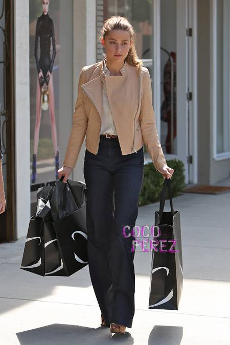 amber-heard-shopping-at-monika-chiang.jpg